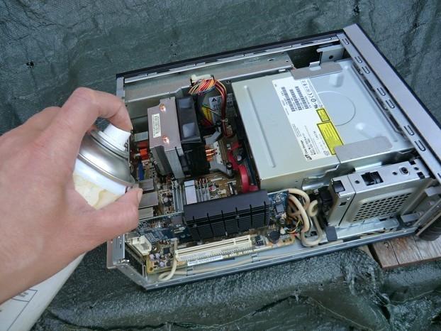 تمیز کردن قطعات کامپیوتر به طور صحیح و اصولی